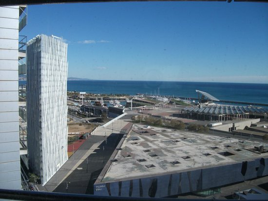 Barcelona Princess: View from our room on the 21st floor towards the ocean