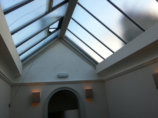 Queensberry Hotel: stairway skylight