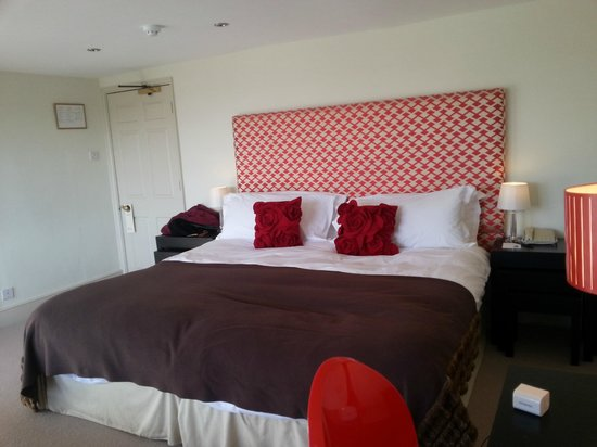 Queensberry Hotel: spacious comfortable bed