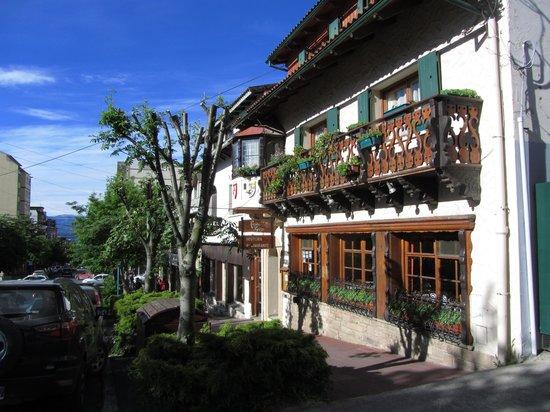 Hosteria La Casita: el frente de Casita Suiza