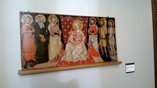 Pinacoteca Nazionale di Bologna: tappeto rosso