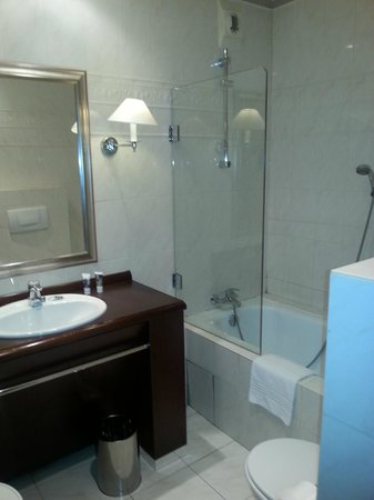 Mercure Lyon Centre Château Perrache : salle de bains