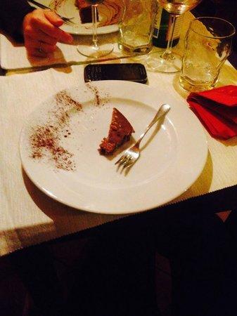 """Mangiafoco Cafe: La """"porzione"""" di castagnaccio servita...7 €!"""