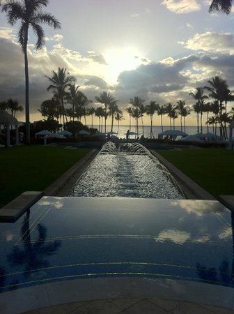 Grand Wailea - A Waldorf Astoria Resort: Beach side of hotel