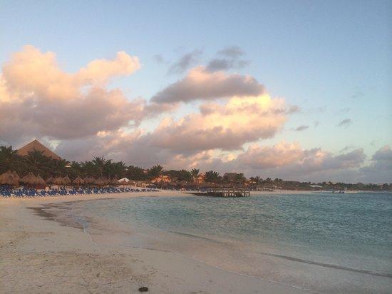 Luxury Bahia Principe Akumal: sunrise over the Caribbean