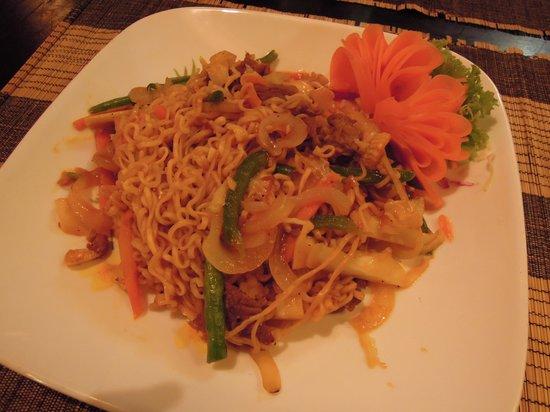 Cambodian BBQ Restaurant: フライドヌードル