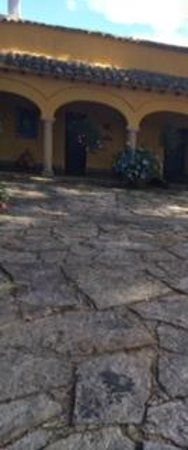 Hotel Hacienda Del Salitre: Parte de la entrada principal