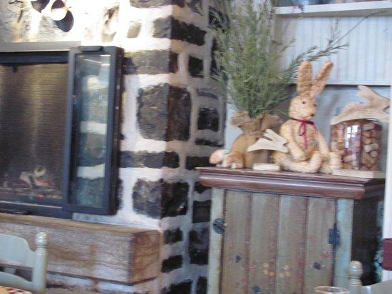 Le Lapin Sauté: Outdoor entrance decorations