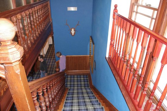 Invergarry Hotel: stairs