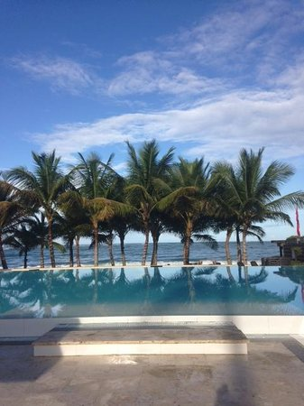 Millennium Resort & Spa: The infinity pool