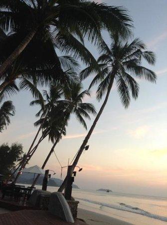 Santhiya Tree Koh Chang Resort: закат