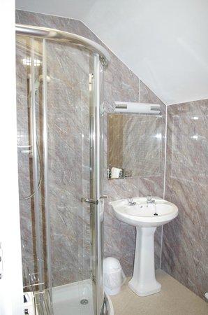 Strathness House: bathroom