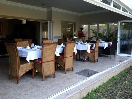 uShaka Manor Guest House: Nice breakfast area