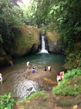 Rio Tico Safari Lodge : Waterfall down the street