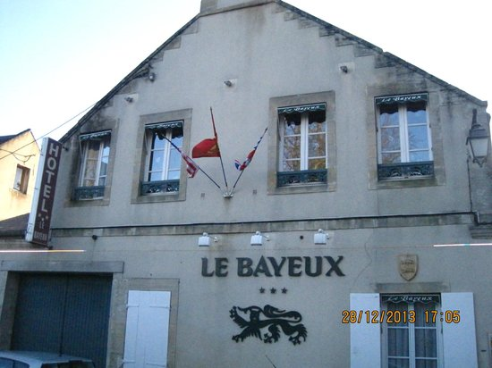 Hotel Le Bayeux : Hotel front.