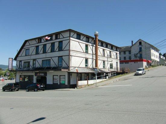 Kingsway Hotel & Pub