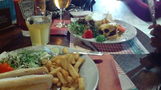 Fat Boys Sports Pub : Hot dog e hamburger