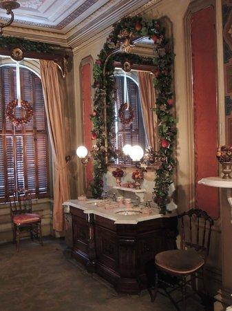 Victoria Mansion: hallway