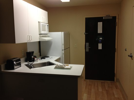 Extended Stay America - St. Louis - O' Fallon: Kitchen area