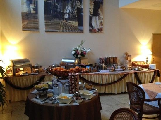 Best Western Amiral Hotel : petit dejeuner en salle - possibilite en chambre