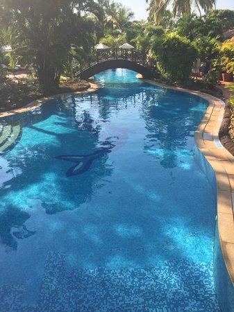 The Zuri White Sands Goa Resort & Casino: The meandering pool 2