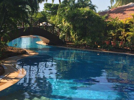 The Zuri White Sands Goa Resort & Casino: Pool