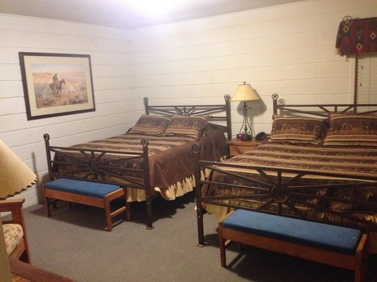 Flying L Hill Country Resort : Queen beds in villa (they don't look it, but they are comfy)