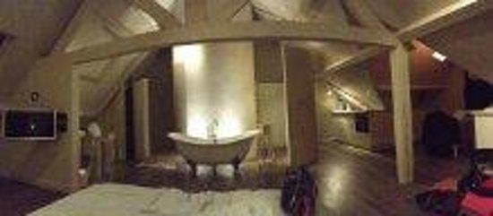 Fields of Gold : Top Floor Attic Suite