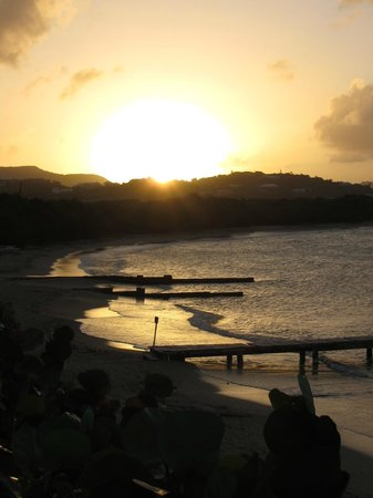 Chenay Bay Beach Resort: Sunset at the resort