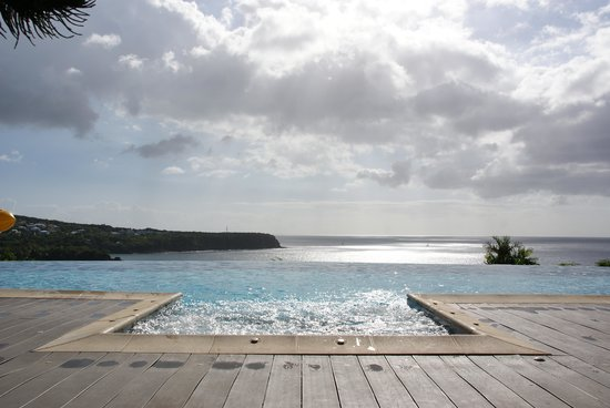 Le Rayon Vert: La piscine
