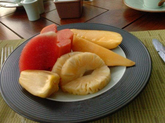 The Peninsula Bangkok: fresh fruits every morning.
