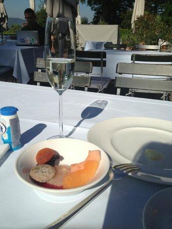 Sorell Hotel Zürichberg: Завтрак на террасе