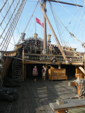 Galeone Neptune: Pirate ship!