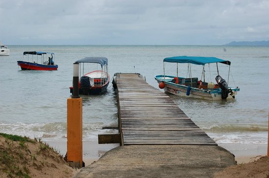 Popa Paradise Beach Resort: Water taxis and landing stage