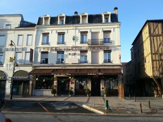 Hôtel du Pot d'Etain: View of the hotel