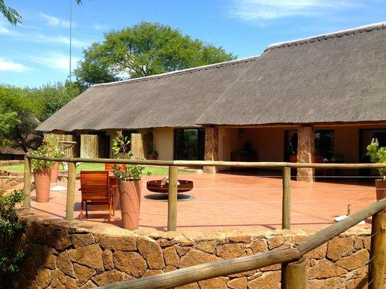 Thaba Khaya Lodge, Sable Ranch: Lodge (Terrasse und Standard Suites)