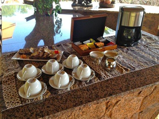 Thaba Khaya Lodge, Sable Ranch: Kaffee & Kuchen vor Game Drive