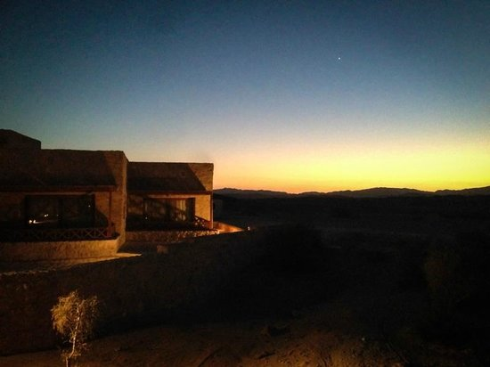 The Oasis : Chalets im Sonnenuntergang