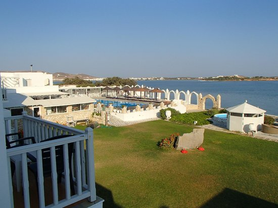 Holiday Sun Hotel: piscine de une partie du restau et du bar depuis la chambre