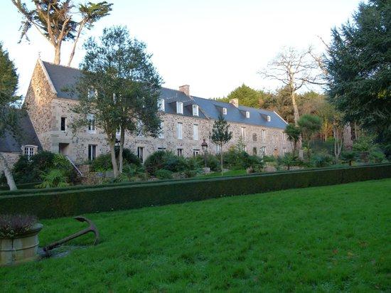 Chateaux du Val - Domaine du Val : Le côté du château
