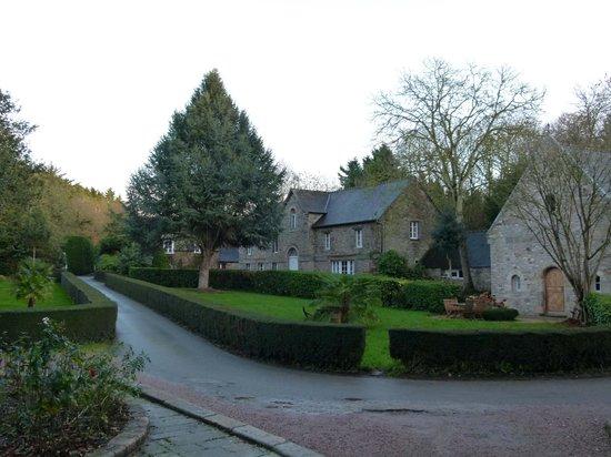 Chateaux du Val - Domaine du Val : La cour du château
