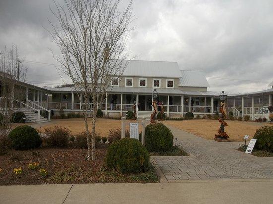 Hampton Inn & Suites Scottsboro: Idea House Nashville, TN