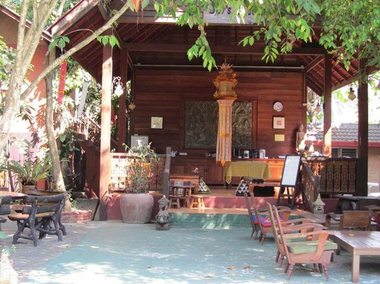 Joy's House: Breakfast common area