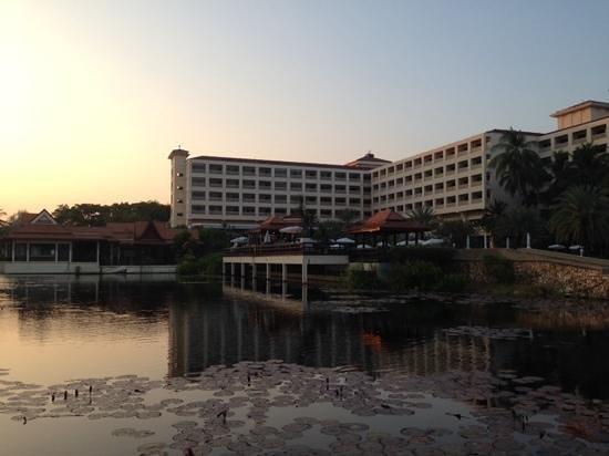 Dusit Thani Hua Hin: Lotus pond