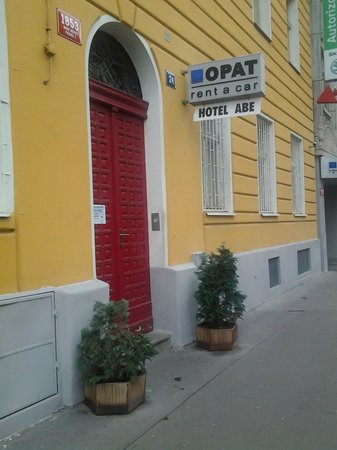 ABE Hotel: Вход