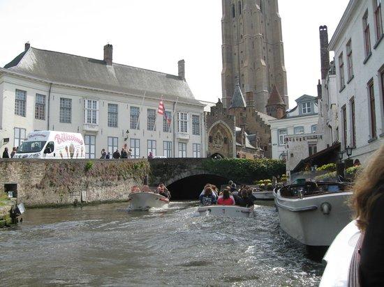 Hotel Restaurant Loreto: Вид с лодки.