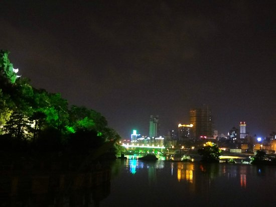 Panlongshan Park: Night view from Pan Long Shan Park