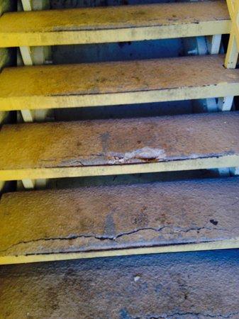 La Quinta Inn Wichita Falls Event Center North : Be careful... Stairs broken