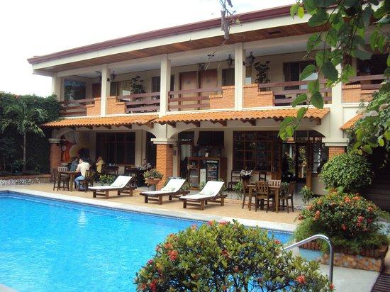Apartotel La Sabana : Area de la piscina