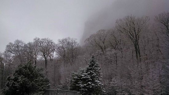White Mountain Hotel and Resort: Waking up to a winter wonderland...and brunch!